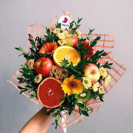 buket-iz-fruktov-i-cvetov-leto