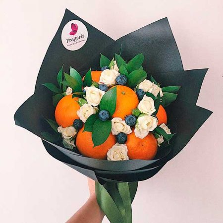 buket-iz-roz-i-fruktov-sicilija