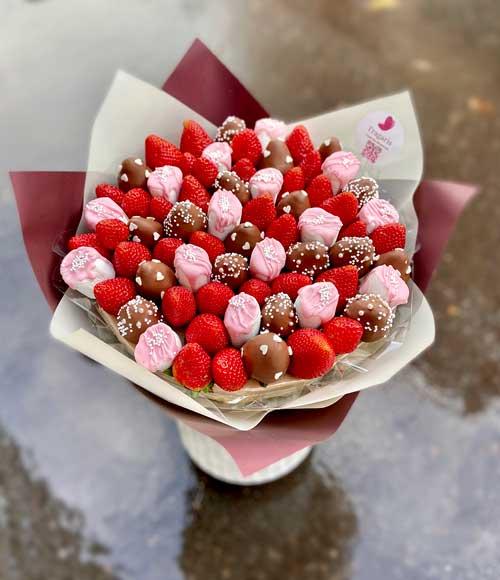 Букет-из-зефира-с-шоколадом-min