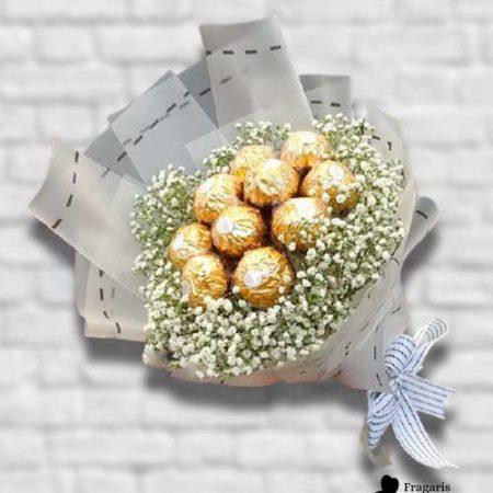 Букет-с-ферреро-и-цветами