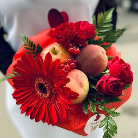Букет-с-яблоками-и-персиками-min