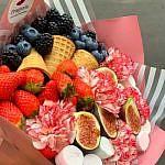 buket-s-jagodami-i-fruktami-4-min
