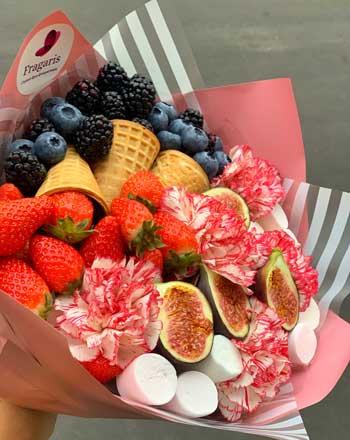 buket-s-jagodami-i-fruktami-4