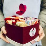 е-Коробка-сердце-розы-с-киндер-шоколадом-min