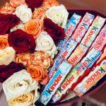е-Коробка-сердце-розы-с-киндер-шоколадом3-min