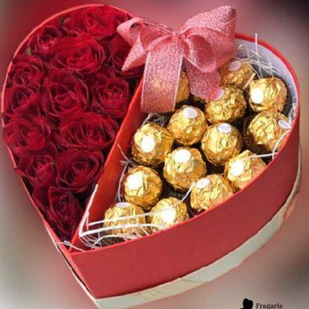 Коробка-с-цветами-и-конфетами