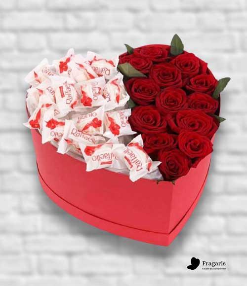 Коробка-сердце-с-рафаэлло-и-розами