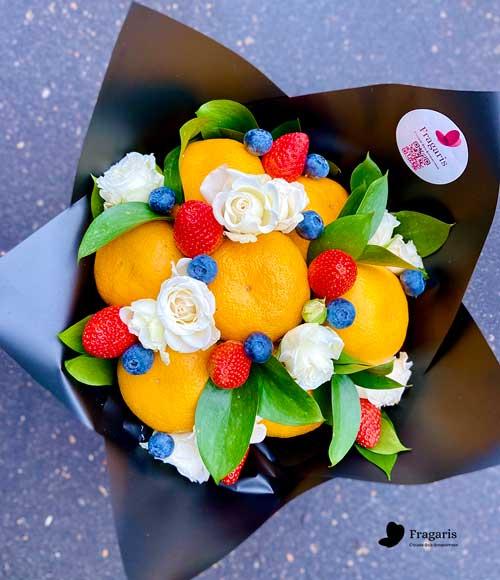 Мандариновый-букет-с-розами