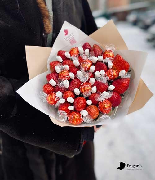 н-букет-из-клубники-и-конфет-3-min